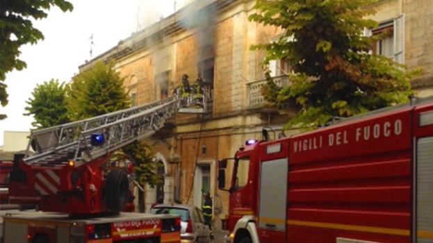 A fuoco un appartamento in via Gattini a Matera