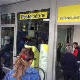 Lunghe code alle poste per pagare la Tares. I cittadini protestano