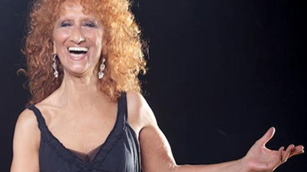 Anna Mazzamauro al teatro Duni di Matera con Nuda e cruda