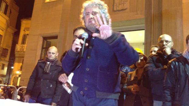 Beppe Grillo a Matera, piazza Vittorio Veneto strapiena (FOTO GALLERY)