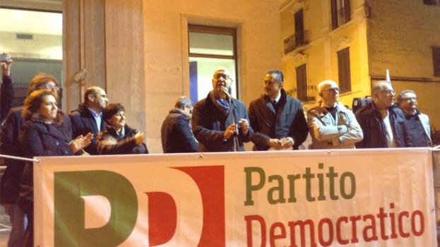 Guglielmo Epifani e Marcello Pittella pesantemente contestati a Matera durante il comizio del Pd (VIDEO)