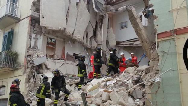 Crollo palazzina a Matera. Estratta viva una ragazza (VIDEO)