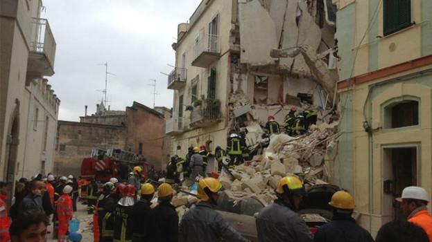 Crollo palazzina a Matera: si cercano i tre dispersi
