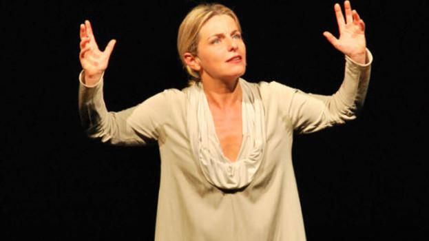 """Lucilla Giagnoni e il suo """"Ecce Homo"""" fa incetta di applausi a Montescaglioso"""