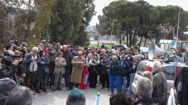Gli agricoltori della Valbasento chiedono di fermare la distruzione della valle e delle vite umane