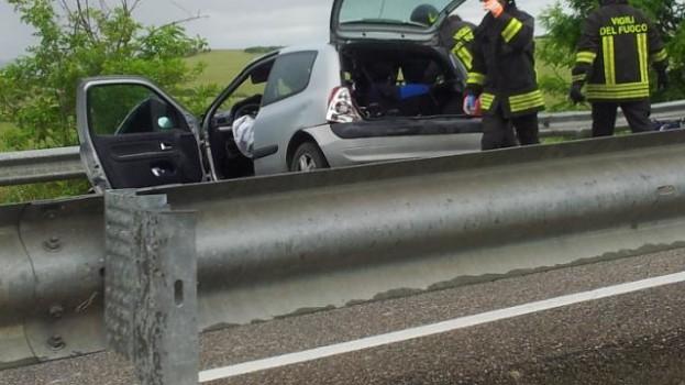 Grave incidente sulla statale 7 Matera-Ferrandina. Morta una ragazza. Arrestato il camionista: era ubriaco