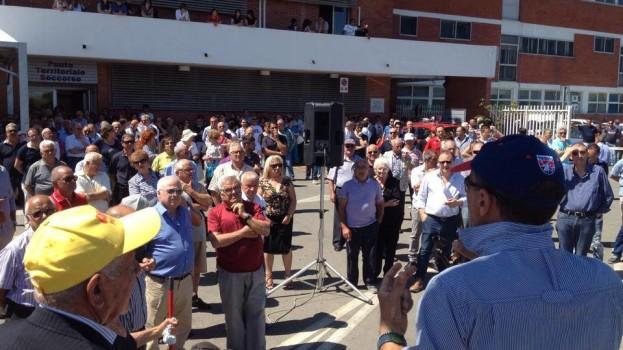 Centinaia di manifestanti per fermare la chiusura dell'Ospedale di Tinchi