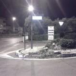 Gare clandestine a Matera: piombano con l'auto sull'aiuola distruggendola. Poi scappano.