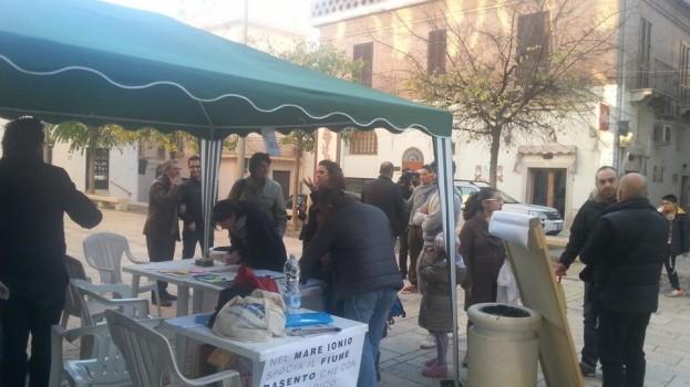 Continua il presidio permanente delle associazioni in Piazza Umberto I