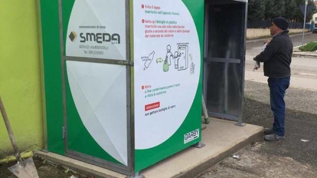 A Bernalda arrivano gli eco-compattatori: la plastica assume valore