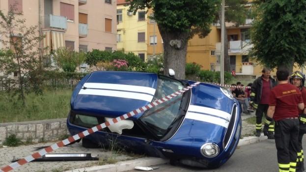 Auto contro albero in viale Europa a Matera. Nessun ferito