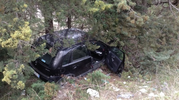 Colpito da un malore, perde il controllo dell'auto e muore in via Montescaglioso