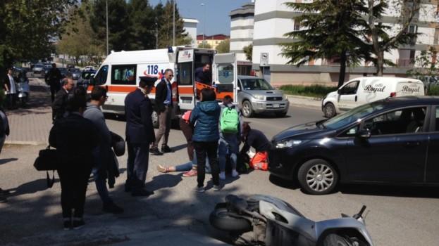 Scontro tra auto e moto in via Dante a Matera. Un ferito