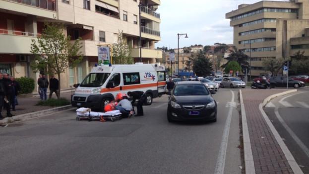 Giovane donna investita da un auto in via La Malfa a Matera