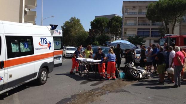 Matera, due feriti in uno scontro tra auto e scooter